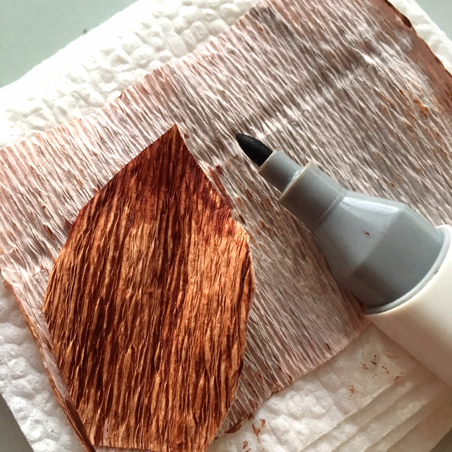 adding extra brown colour on the top of the brown crepe paper leaves - with a brown alcohol based marker