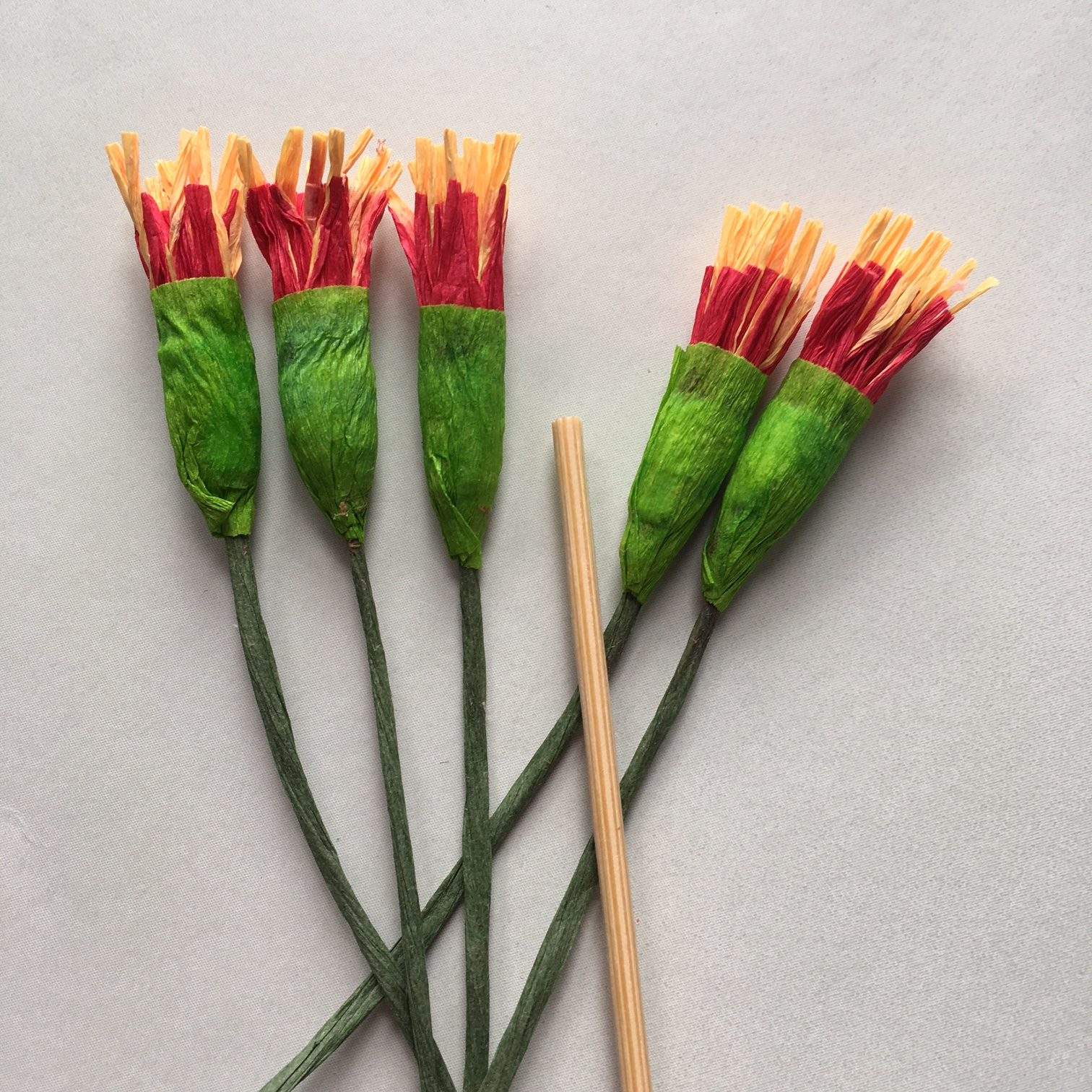 5 heads of stamens for crepe paper Poinsettia