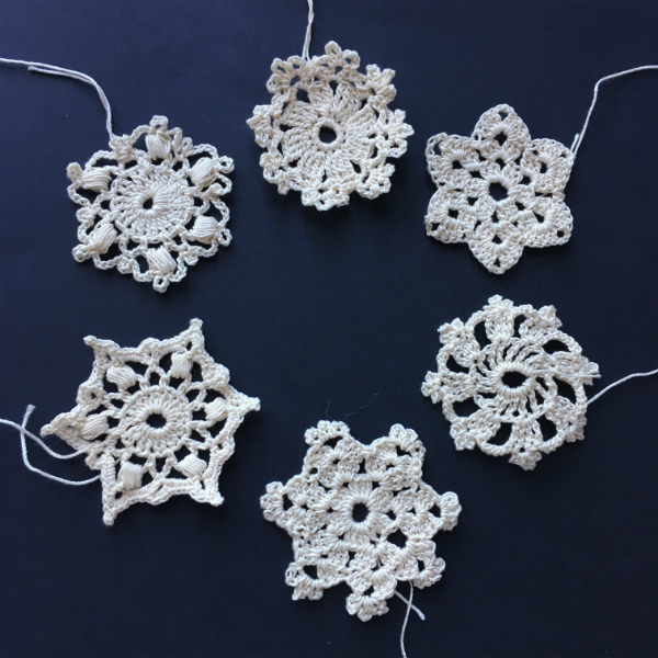 6 crocheted snowflakes with different patterns