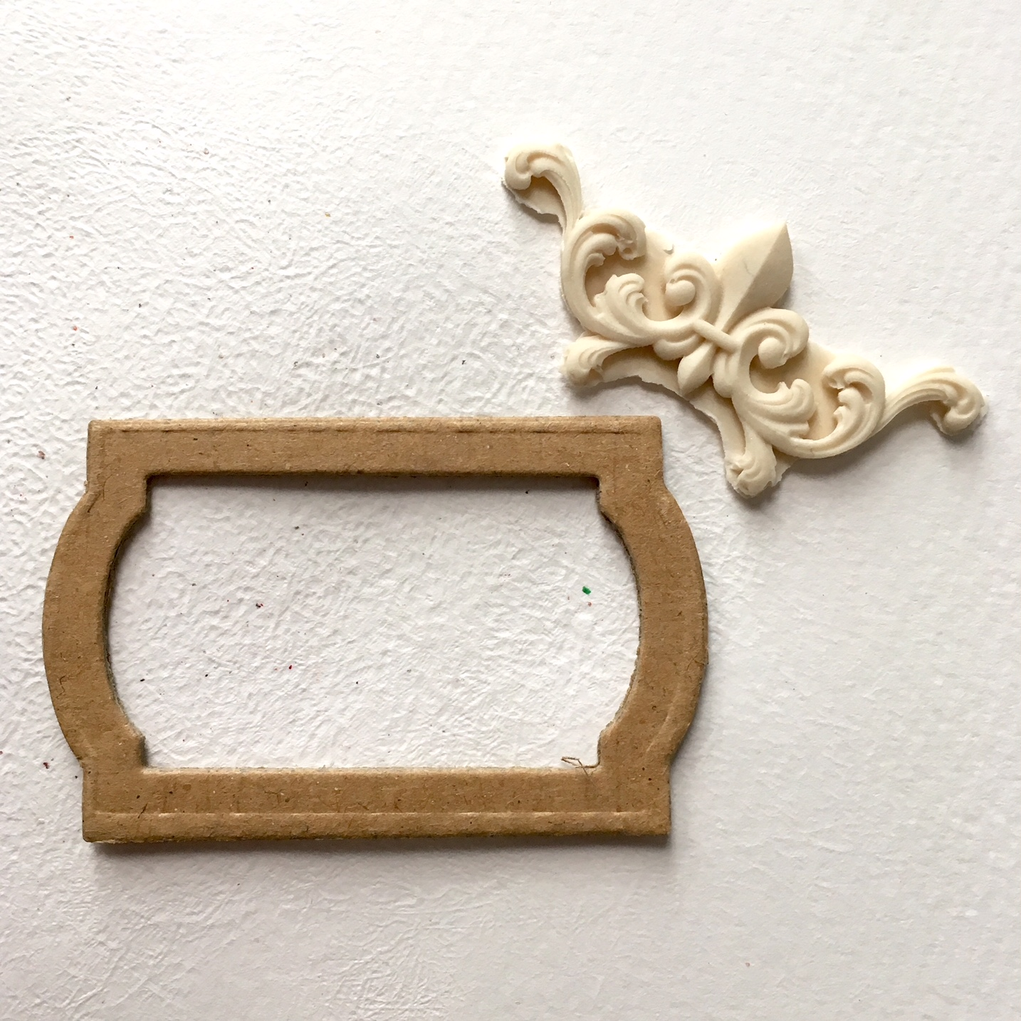 recycled cardboard frame and molded frame element