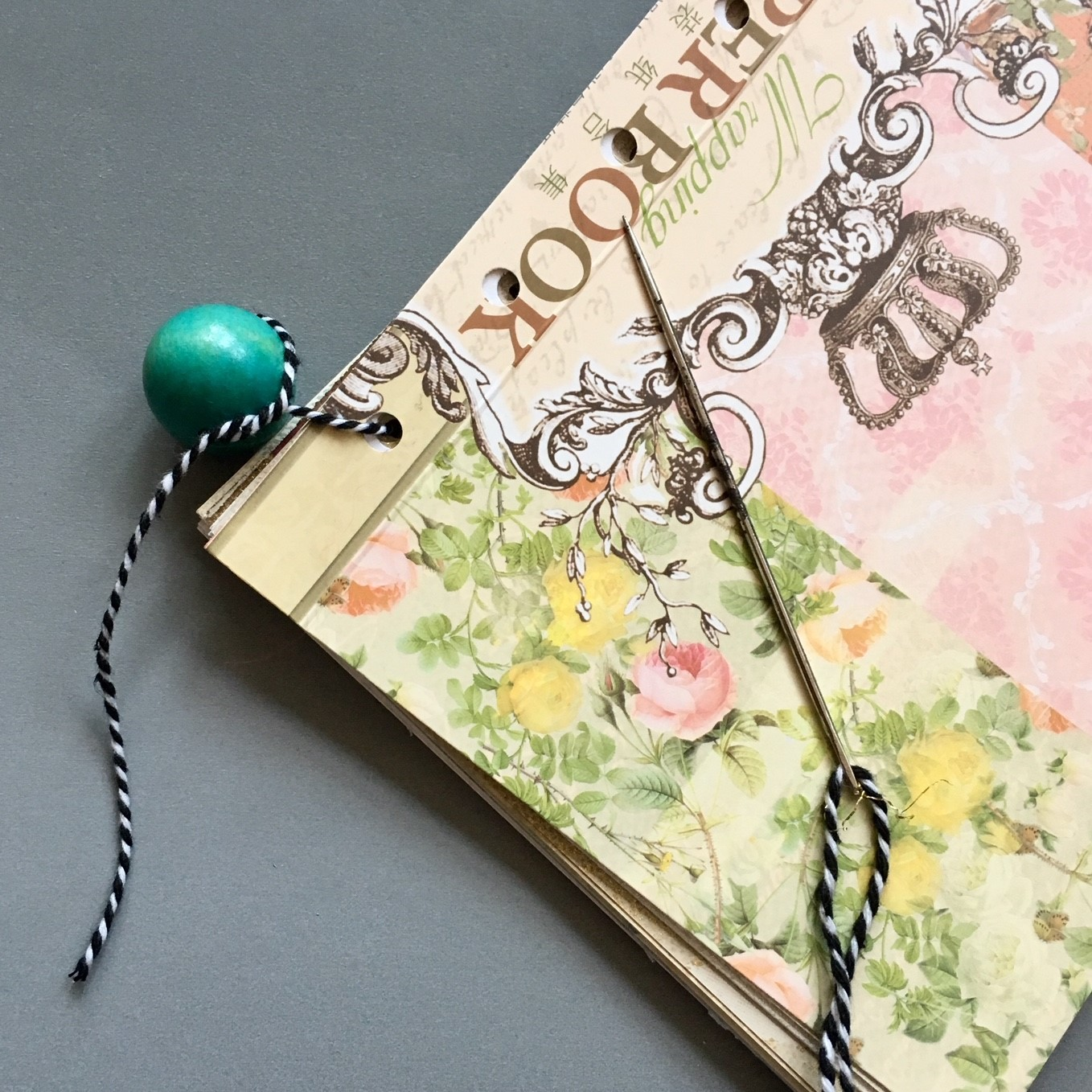 Before starting the bookbinding, I tied a big bead to the end of the cotton thread