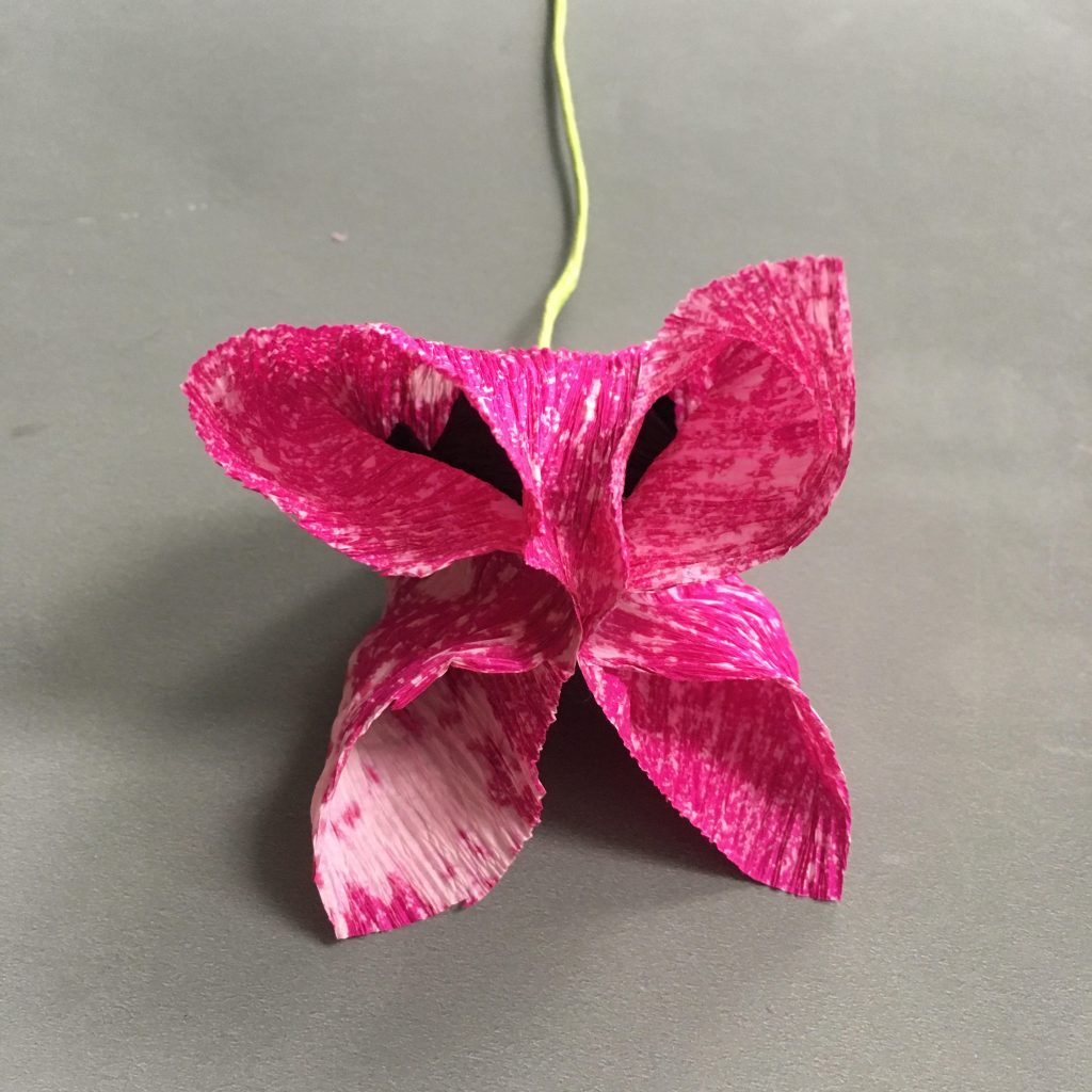 easy DIY crepe paper tulip decoration