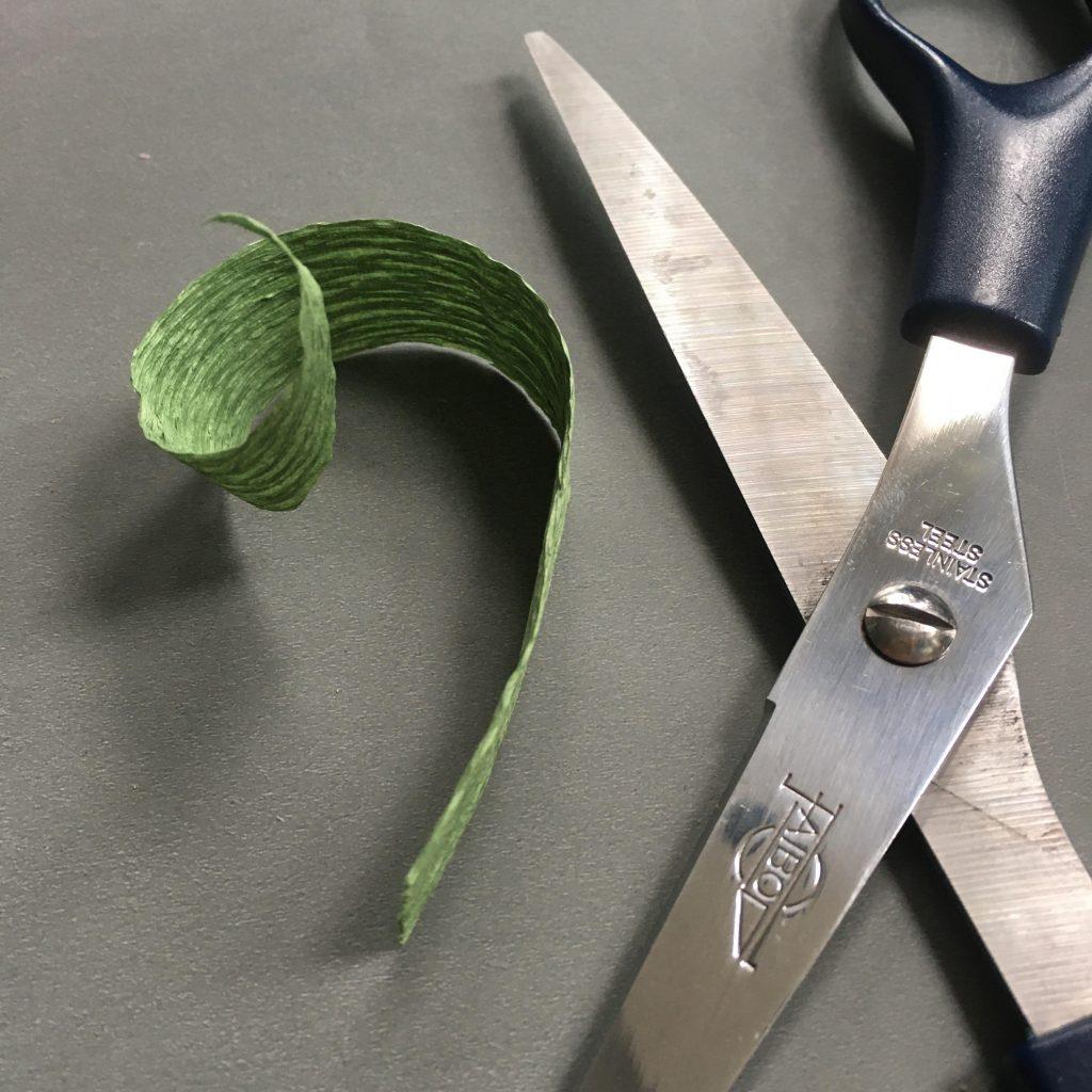 crepe paper tulip - making the leaf